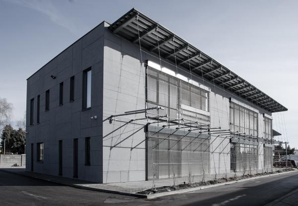 Stäubli AG - historic-42-Staeubli-Slovakia-Komarno-building@2x.jpg