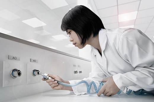 Schnellkupplung für Probenahmeanwendungen in Laboratorien.