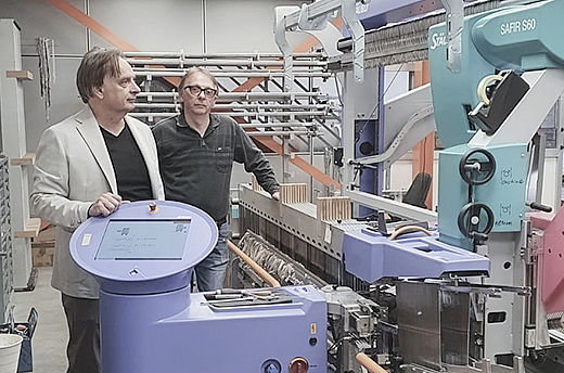 The weaving company Tessitura Nesi Fausto & Nesi Silvano invested in the SAFIR S60 automatic drawing in machine to gain in flexibility and efficiency, thus in the weaving preparation workflow, as well as the whole weaving process.