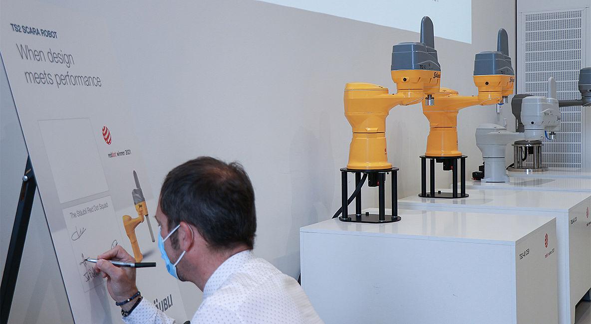 Stäubli AG - Robotics-reddot-slider3-fim.jpg