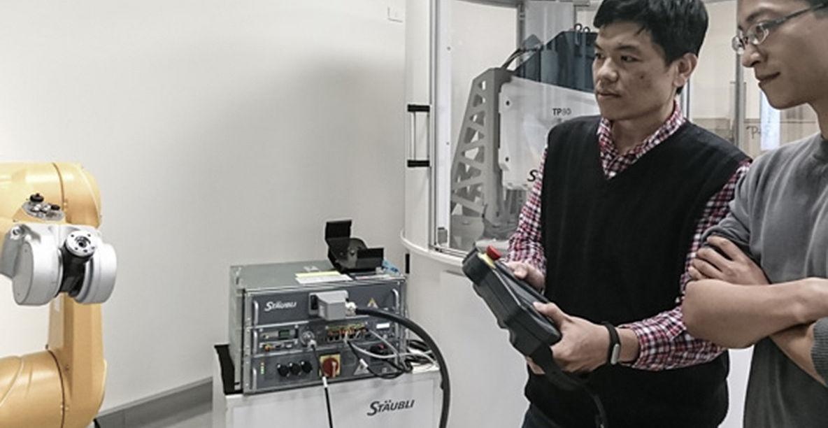 Stäubli AG - Taiwan-robotics-training-dim-1184x612@2x.jpg